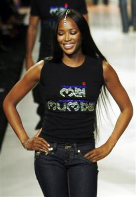 supermodel-naomi-campbell-takes-part-mai-mumbai-fashion-show