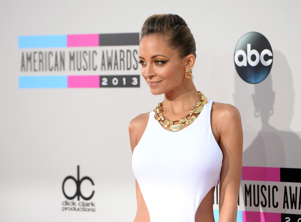 2013-american-music-awards-nicole-richie-detail