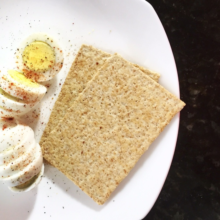healthy_meal_ideas_eggs_crackers
