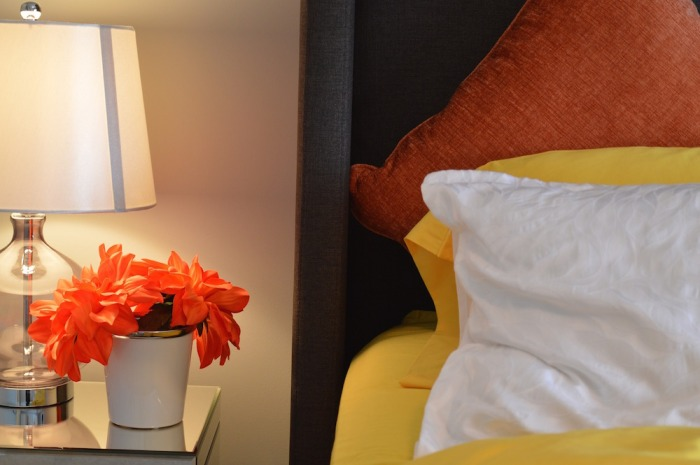 get_organized_bed_lamp_flowers