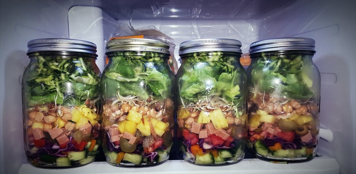 get_organized_salad_in_mason_jars.jpg